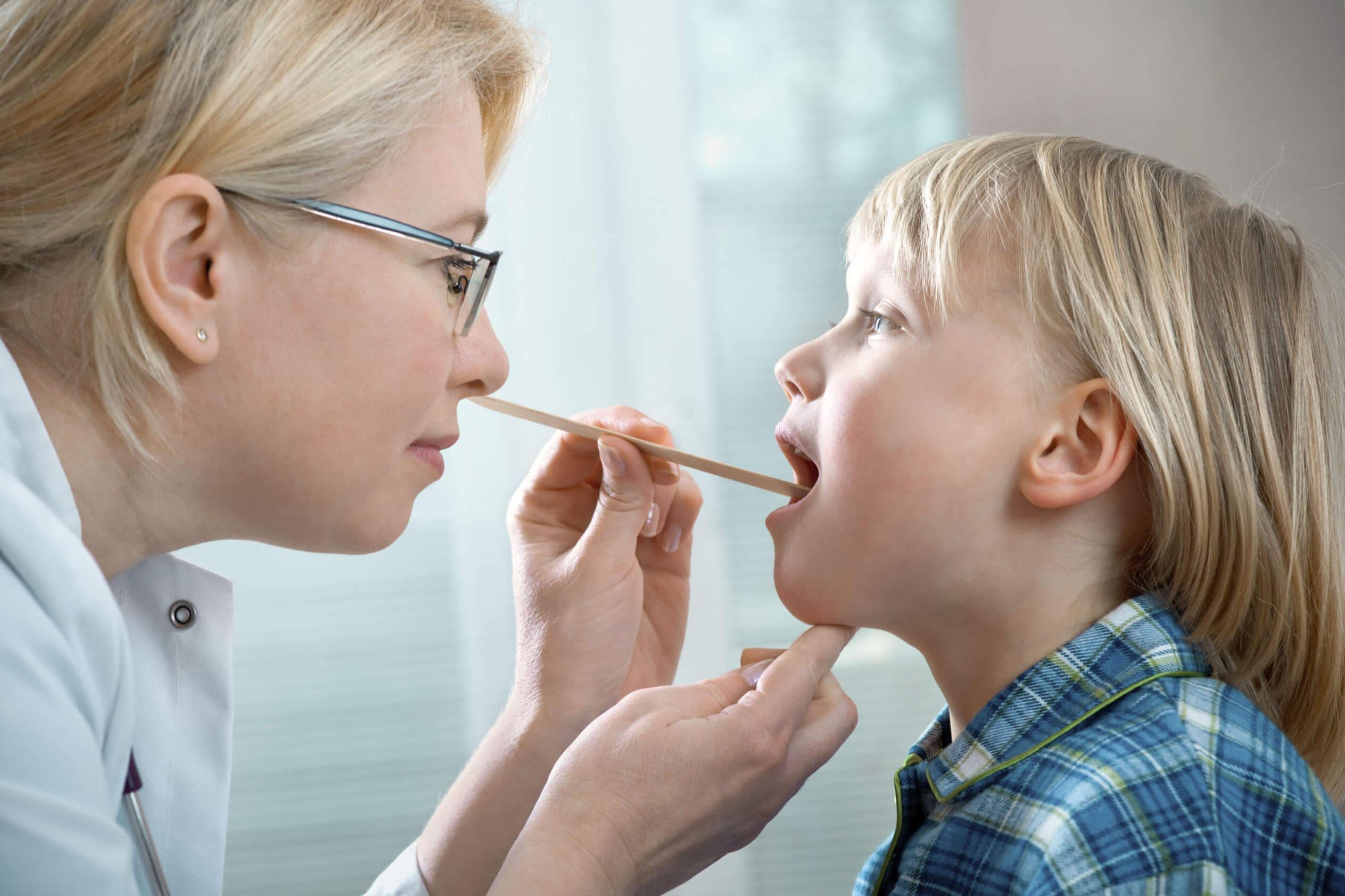 Острый ларинготрахеит у детей: причины, симптомы и лечение