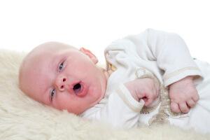 Что дать грудничку от кашля: лечение медикаментами и средствами народной медицины