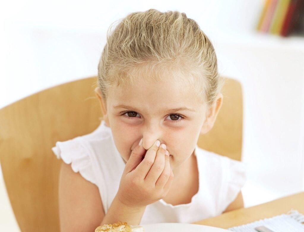 Непроходящий насморк у ребенка: виды, причины и способы лечения