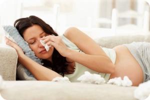 Основные симптомы насморка при беременности