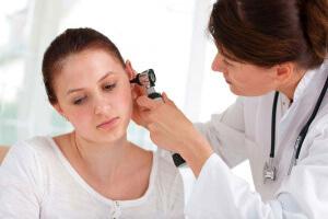 Лечение заложенности уха с помощью медикаментозных средств