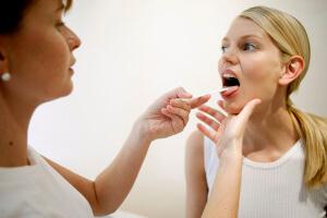 Курение и больное горло: картина болезни