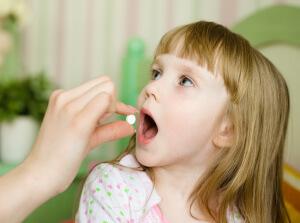 Виды и описание таблеток для детей при заболеваниях горла