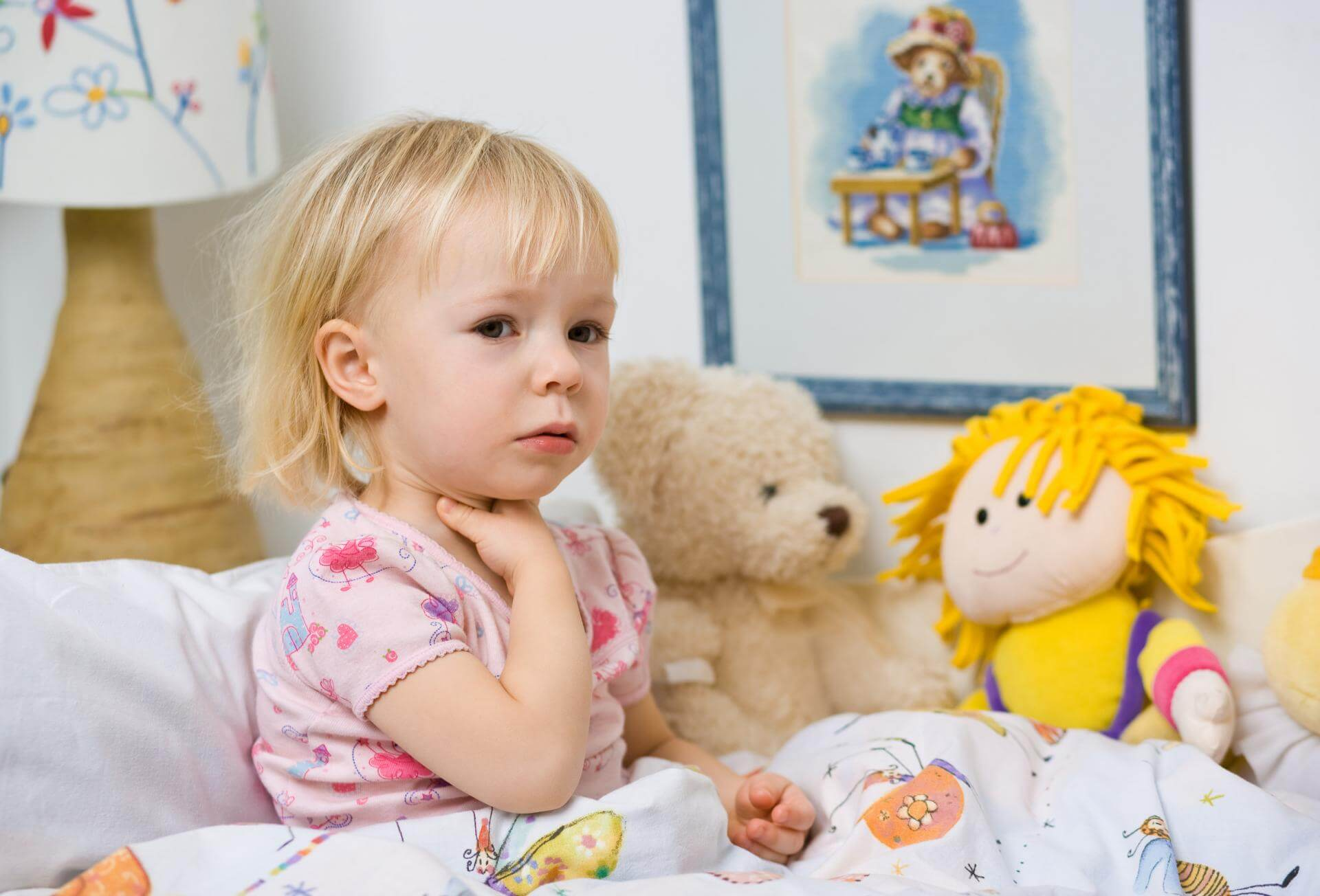 Что дать ребенку при сухом кашле: медикаментозная терапия и народные методы