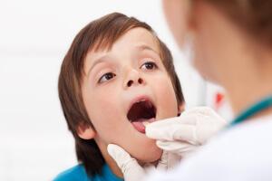 Особенности развития боли в горле у ребенка