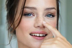 Причины возникновения болячек в носу - инфекция