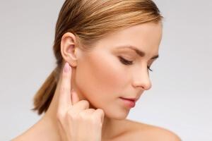 Ушные капли начинают действовать намного быстрее, чем таблетки или инъекции