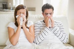 Дополнительные симптомы простуды - насморк, боль в горле и кашель