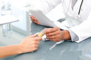 Эффективное лечение стафилококковой инфекции в носу может назначить только врач