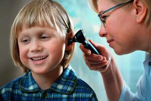 Эффективное лечение гнойного отита может назначить только врач
