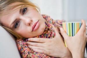 Существует много факторов, которые могут вызвать боль в горле при глотании