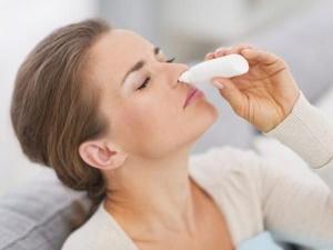 Механизм действия сосудосуживающих средств направлен на сужение сосудов в носу и облегчению носового дыхания