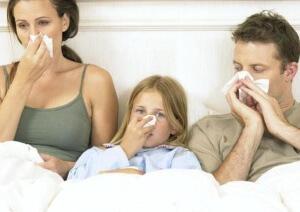 Температура, гиперемия крыльев носа, чихание, слабость и заложенность носа - признаки риновирусной инфекции