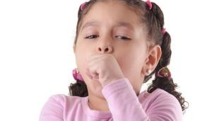 Чтобы выявить причину возникновения мокрого кашля у детей необходимо обращать внимание на дополнительные симптомы