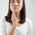 Аллергический фарингит – это воспаление слизистой оболочки глотки, которое возникает под воздействием аллергенов