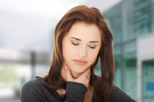 Чаще всего боли в горле, которое сопровождаются осиплостью голоса это признак ларингита