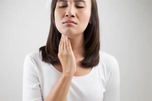 Слизь в горле – признак постназального синдрома