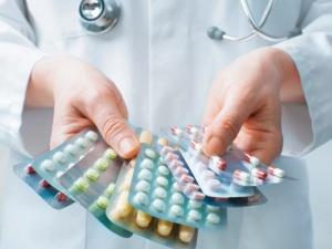 Отхаркивающие препараты назначает врач, в зависимости от возраста и общего состояния здоровья