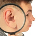 Боль в ухе – это распространенный симптом у детей и взрослых и чаще всего является признаком отита