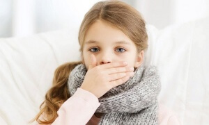 Боль в горле, высокая температура, гнойнички на миндалинах и общая слабость – симптомы фолликулярной ангины