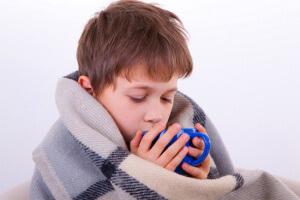 Эффективные народные рецепты для лечения гнойной ангины у детей