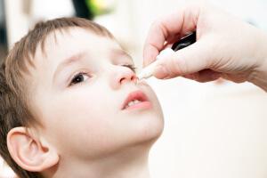 Сложные капли в нос для детей: состав, назначение и применение