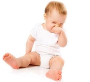 Чихание, выделение слизи из носа, отказ от еды и капризность – признаки ринита