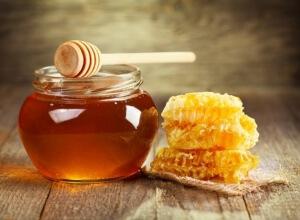 Чаще всего для лечения фолликулярной ангины у детей врачи народной медицины советуют использовать мед