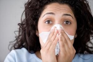 Заложенность носа, чихание, слизистые выделения, потеря обоняния – признаки насморка