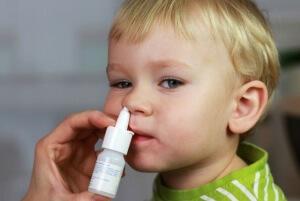 Безопасные медикаментозные препараты от заложенности носа может назначить врач в зависимости от причины и возраста ребенка
