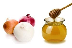 Мед с луком – один из лучших народных средств от кашля для детей