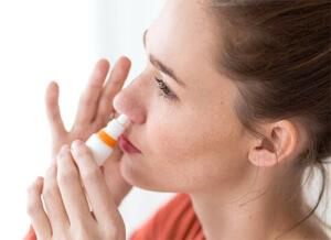 Антибиотики для носа назначает врач в зависимости от причины возникновения инфекции и возраста