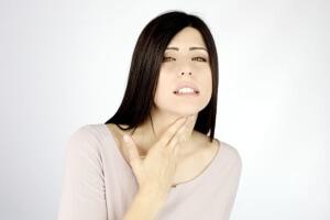 Чтобы выявить причину потери голоса необходимо обращать внимание на дополнительные симптомы