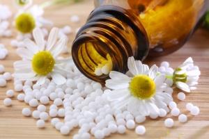 Гомеопатия - это вид альтернативной медицины, препараты которых направлены на безопасное лечение