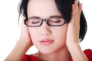 Боль, шум, заложенность в ухе и аутофония – возможные признаки серной пробки