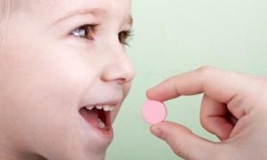 Медикаментозные препараты для лечения фарингита у ребенка назначает врач после обследования