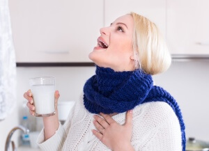 Полоскание горла – самый эффективный и безопасный народный метод лечения