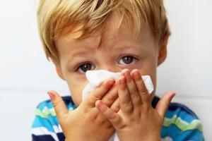 Спрей Пиносол назначается для лечения всех видов насморка, кроме аллергического