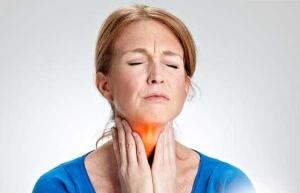 Першение в горле могут вызвать разнообразные факторы, но этот симптом может быть признаком опасного заболевания