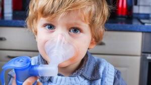 Проводить ингаляцию небулайзером при повышенной температуре тела запрещено!