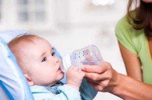 Теплое питье при боли в горле – эффективный вспомогательный метод лечения недуга