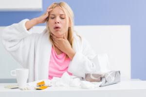 Медикаментозные препараты назначает врач после обследования и выявления причины приступов сухого кашля