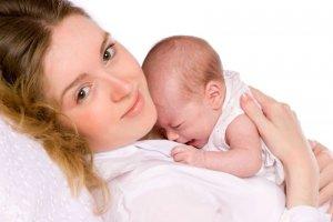 Что делать при первых признаках боли в горле у ребенка?