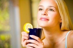 При воспалении носоглотки рекомендуется обильное теплое питье