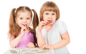 Таблетки от кашля для детей назначаются в зависимости от причины и вида кашля