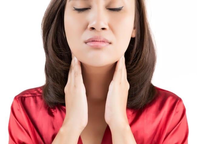 Почему возникает мокрота в горле без кашля?