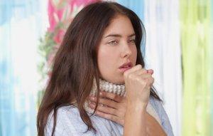 Симптоматика может отличаться в зависимости от причины, вызвавшей лающий кашель