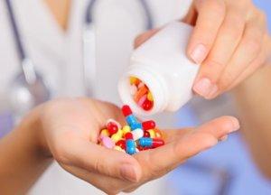 Чаще всего лечение заболеваний горла и гортани состоит из антибактериальной терапии
