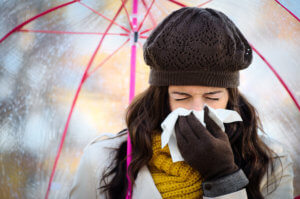 Насморк, заложенность носа, кашель и боль в горле – признаки простуды