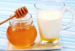 Молоко с медом – эффективное народное средство для лечения лающего кашля